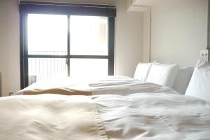 Giường trong phòng chung tại A Good Day Fukuoka Riverside