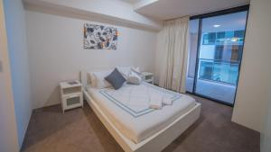 A bed or beds in a room at Inner City Brisbane Resort Living