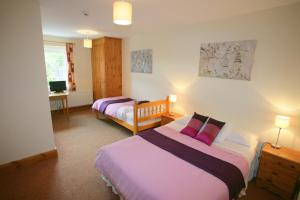 A bed or beds in a room at Cottage Heights
