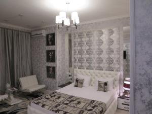 A bed or beds in a room at Hotel Tema