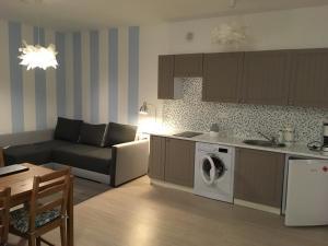 Kuchnia lub aneks kuchenny w obiekcie Apartamenty Owocowe
