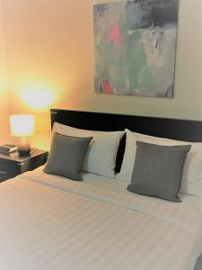 A bed or beds in a room at Insaa Serviced Apartments Dandenong