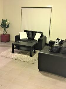 A seating area at Insaa Serviced Apartments Dandenong