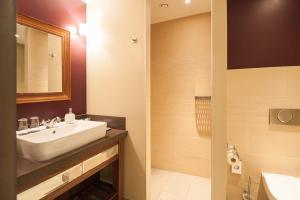 A bathroom at Aspria Hamburg Uhlenhorst