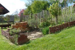 Ein Garten an der Unterkunft Ferienwohnung Familie Igel