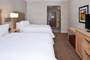 A bed or beds in a room at Hampton Inn & Suites Denver-Speer Boulevard