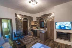 A television and/or entertainment centre at Avgonima All Seasons Hotel