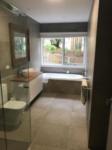 A bathroom at Monica's at Diamond Bay Sorrento