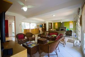 Uma área de estar em Pousada Villa Del Mare