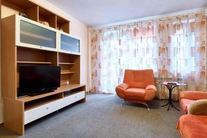 A television and/or entertainment center at Home Hotel Apartments on Kontraktova Ploshcha