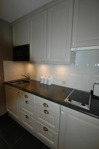 A kitchen or kitchenette at Studio in Het Zoute