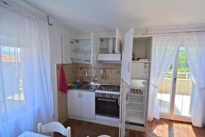 A kitchen or kitchenette at Villa CasaBlanca