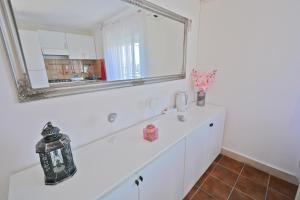 A bathroom at Villa CasaBlanca