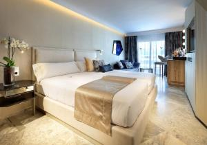 A bed or beds in a room at Ushuaia Ibiza Beach Hotel - Adults Only