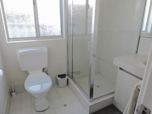 A bathroom at Silver Gull Family Retreat