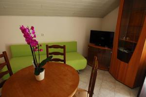 A seating area at Apartments Boris