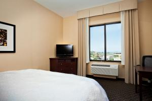 A bed or beds in a room at Hampton Inn & Suites Arroyo Grande
