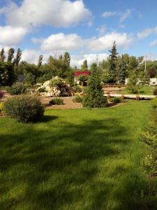 Сад в Guest House KDV