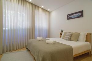 A bed or beds in a room at Spot Apartments Trindade