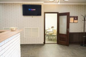 A television and/or entertainment center at Hostel Apart Express