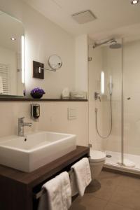 Ein Badezimmer in der Unterkunft Hotel Grünwald
