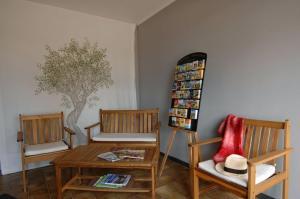 Coin salon dans l'établissement Hotel Le Lagon
