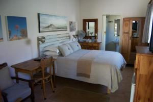 A bed or beds in a room at LA Guesthouse