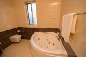 A bathroom at Ozidu House