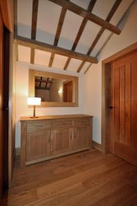 A kitchen or kitchenette at The Barn at Ballaloaghtan