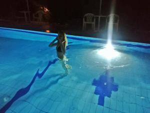 Πισίνα στο ή κοντά στο Ξενοδοχείο Βιολέττα