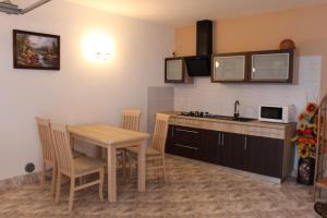 Kuchnia lub aneks kuchenny w obiekcie Pokoje Gościnne U RYBAKA