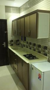 مطبخ أو مطبخ صغير في ريوف للوحدات السكنية