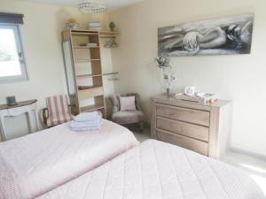 Un ou plusieurs lits dans un hébergement de l'établissement Aux Pommiers de Livaye