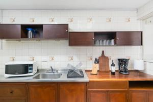 A kitchen or kitchenette at Casa Bogotana