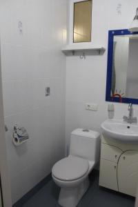 Ванная комната в Apartments on Ulitsa Tenistaya