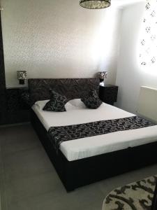 Un pat sau paturi într-o cameră la Apartament Bibi Mamaia Nord
