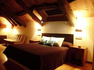 A bed or beds in a room at Hotel Rural Bi Terra