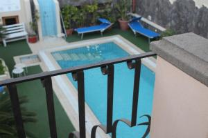 A view of the pool at Hotel La Filadelfia or nearby