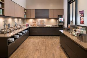 A kitchen or kitchenette at Residence Inn Washington Capitol Hill/Navy Yard