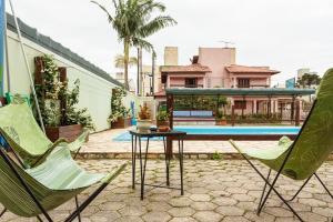 The swimming pool at or close to Pousada Residencial Santana