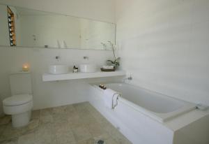 A bathroom at Tonic Hotel