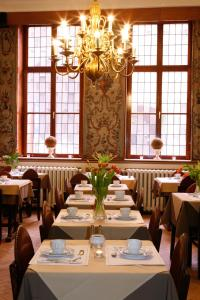 Een restaurant of ander eetgelegenheid bij Cour St Georges