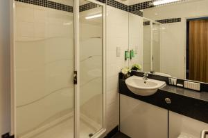 A bathroom at Aspect Hotel Park West