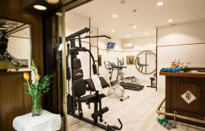 The fitness center and/or fitness facilities at Hotel Royal Palace