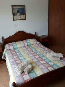 A bed or beds in a room at Yialos Apartments