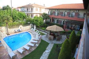 Θέα της πισίνας από το Hotel Zeus ή από εκεί κοντά