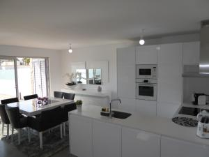 A kitchen or kitchenette at CIP-V3 Modern