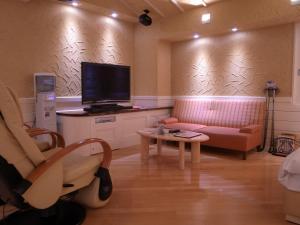 ホテルラルジュ(大人専用)にあるテレビまたはエンターテインメントセンター