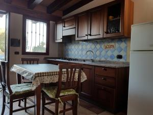 Cucina o angolo cottura di Villa Su Trechesu