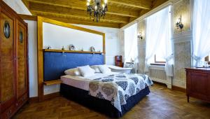 A bed or beds in a room at Hotel Belvedere